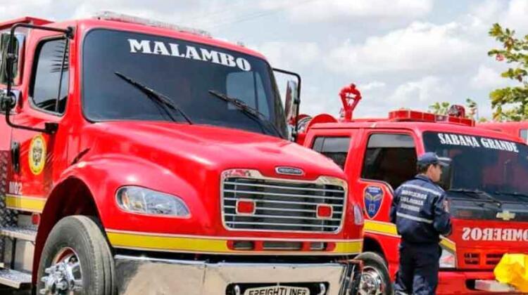 Atracaron a tres bomberos cuando atendían una emergencia