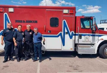Donaron ambulancia a bomberos de Delicias