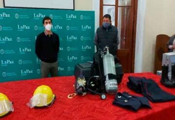 Entregan equipamiento a bomberos voluntarios de La Paz