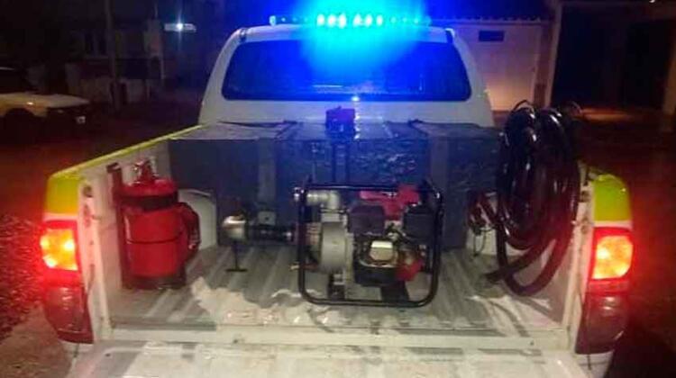 Bomberos de Lobería logró restaurar una camioneta Toyota
