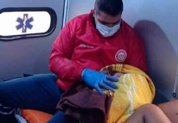 Bomberos atendieron parto en una ambulancia
