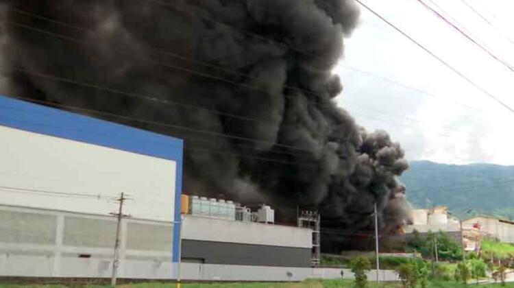 Tres muertos dejó incendio en una fábrica en Girardota