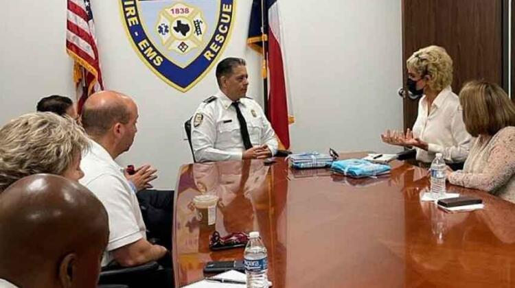Bomberos de Guayaquil recibirán insumos donados por Houston