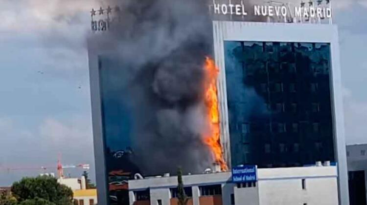 Bomberos sofocan incendio en el Hotel Nuevo Madrid