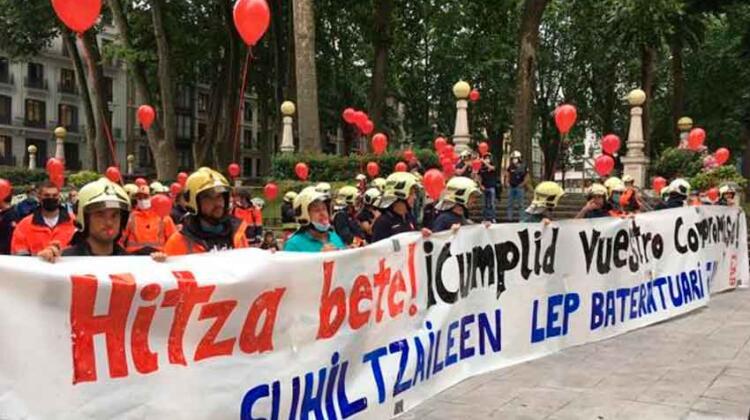 Bomberos de Bilbao se manifestaron en defensa de sus empleos