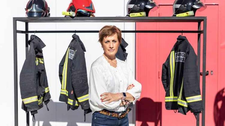 Jefa de bomberos denuncia ser víctima del machismo