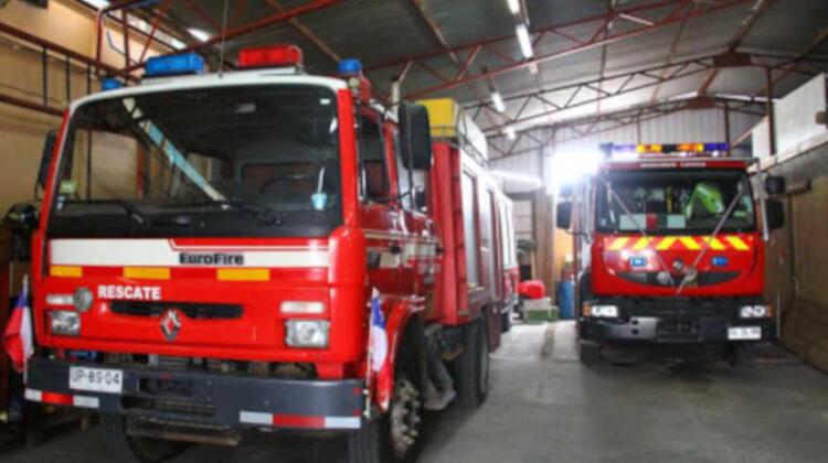 Camión colisiona a unidad de Bomberos de Caldera