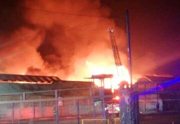 7 bomberos y una carabinera lesionados tras fuerte explosión