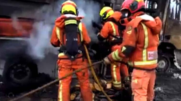 Dos bomberos heridos en un incendio en Valencia