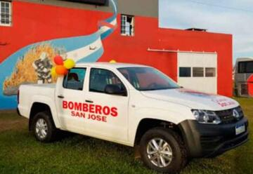 Bomberos Voluntarios de San José presentaron nueva unidad