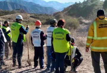 Los aspirantes a bomberos en Potrerillos avanzan en su capacitación