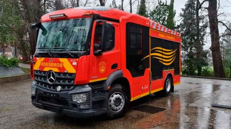 Bomberos de Valdivia recibe nuevo carro bomba