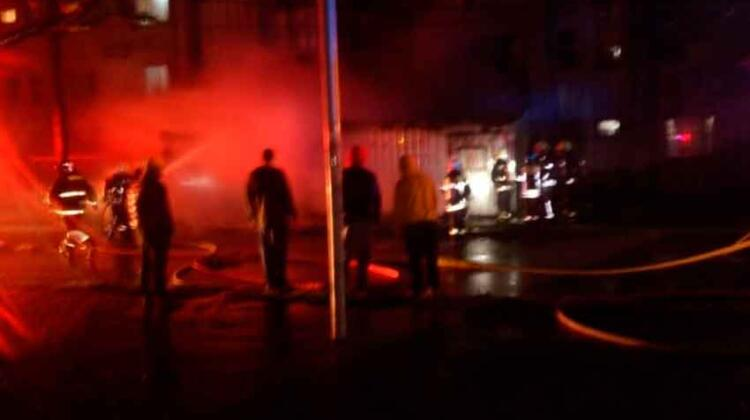 Incendio en Michaihue deja dos voluntarios de Bomberos lesionados