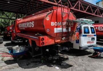Bomberos sin vehículos y elementos para combatir incendios