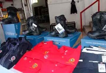 Entregan uniformes a Bomberos de Ramos Arizpe