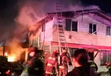 Vecinos increparon a bomberos en pleno incendio