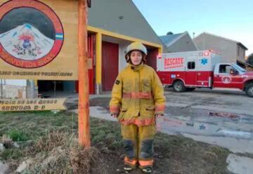 La bombera que hace algo más que combatir el fuego