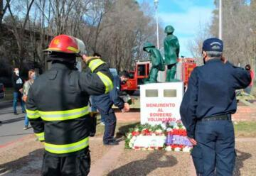 Homenajearon a los bomberos caídos en PRODINCO