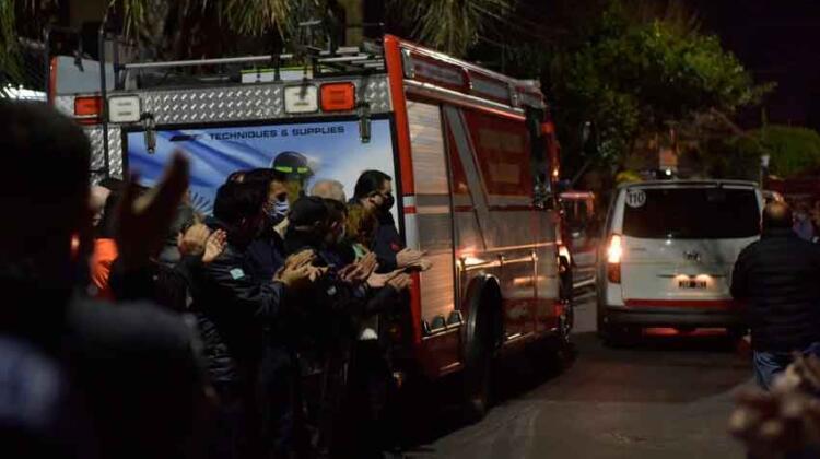 Ultimo adiós a los tres bomberos voluntarios que murieron en el incendio de Caseros
