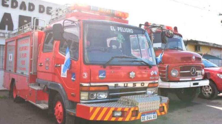 El cuartel de Bomberos Voluntarios de El Peligro tiene nueva autobomba