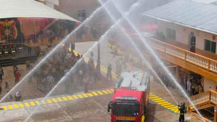 Bomberos recibe modernos vehículos que fortalecerán combate de incendios