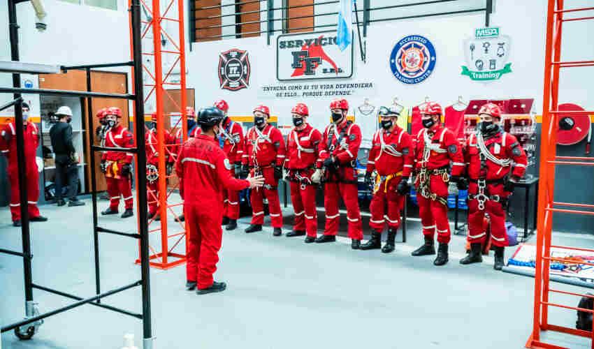 Bomberos realizó curso en el Centro de Entrenamiento de la Empresa FF SRL