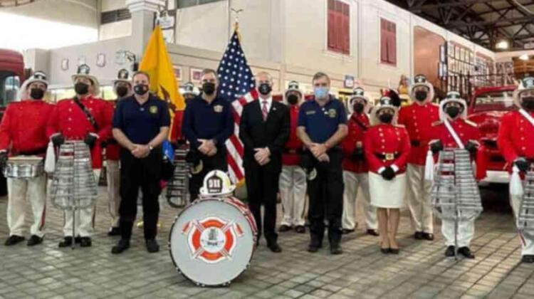 Bomberos de Guayaquil homenajean a bomberos caídos el 11-S