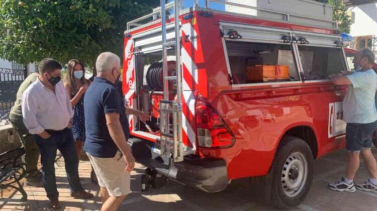 Larva ya dispone de un nuevo vehículo de bomberos