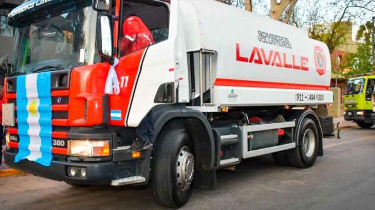 Bomberos de Lavalle sumó un nuevo camión cisterna