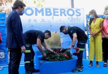 Homenaje a los bomberos fallecidos en el incendio de los Almacenes Arias