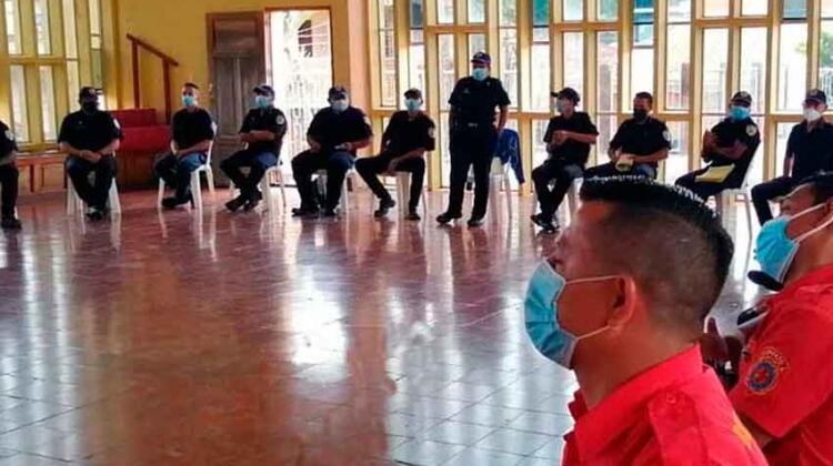 Bomberos se capacitan en manejo y traslado de pacientes