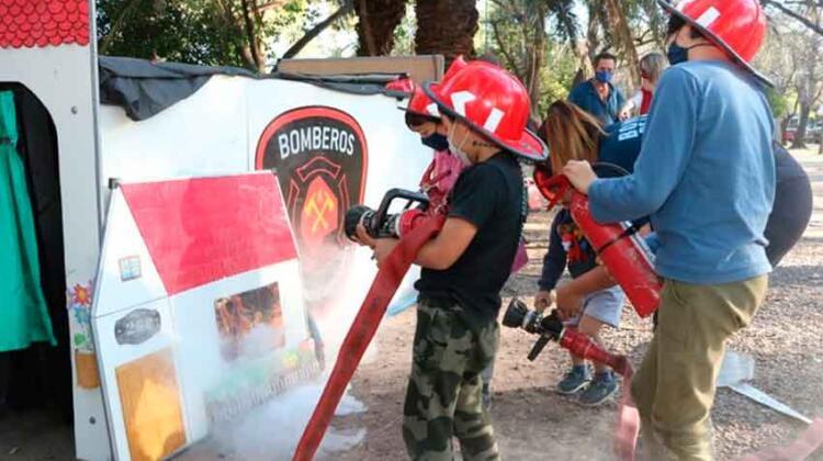 """""""Bomberos por un Día"""" visitó el Parque Saavedra"""