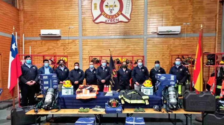 Bomberos de Aysén reciben moderno equipamiento para emergencias