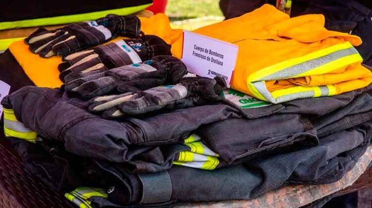 Bomberos Quito dona equipamiento a cuerpos de bomberos del país