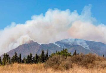 Dos bomberos resultan heridos en las tareas de extinción del incendio