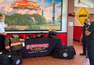 Firehouse Subs hace entrega de equipos de rescate a bomberos de Bayamón