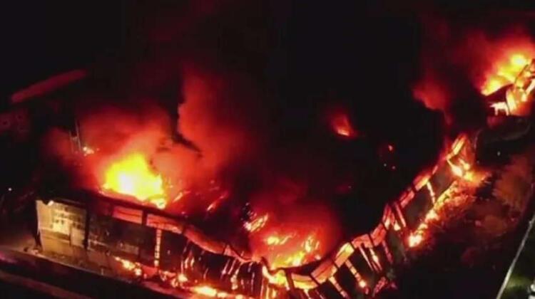 Más de 20 dotaciones de Bomberos trabajaron en un Incendio