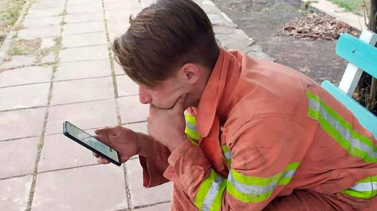 Un bombero rindió un examen mientras combatía un incendio