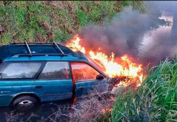 Conductor agrede y amenaza a Bomberos tras haberlo rescatado