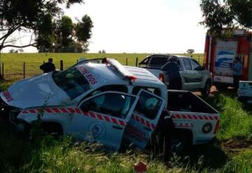 Camioneta pertenece a Federación de Bomberos sufre accidente