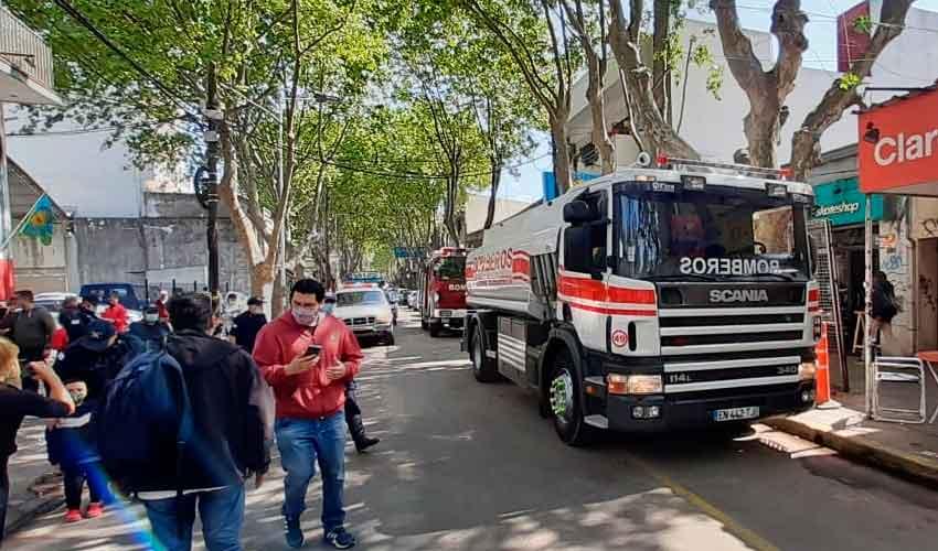 Bomberos de Esteban Echeverría adquirieron un nuevocisterna